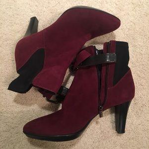 Aquatalia heeled booties size 10